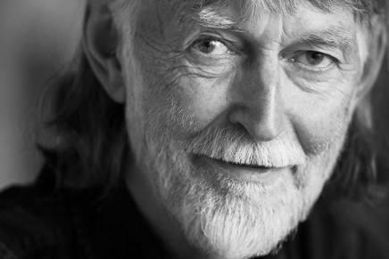 """Asger Schnacks Forlag udgiver Eske K. Mathiesen's """"Udvalgte digte1975-2013"""""""