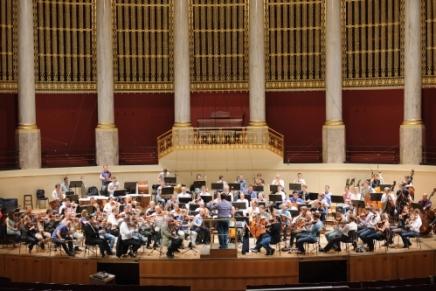 Wiener Filharmonikerne præsenterer en ny CD med to symfonier af den danske komponist Per Nørgård for Dacapo Records til udgivelse mandag 2.juni