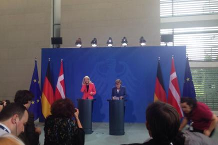 Thorning på besøg hos Merkel i Berlin følges påTwitter