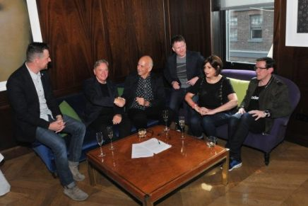 New Order skriver kontrakt med MuteRecords