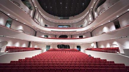 Nikolaj Koppel viser rundt i Aalborgs nyemusikhus