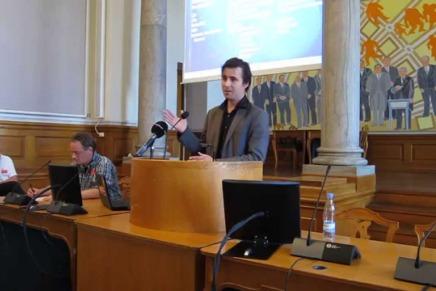 Aktivisten Peter Kofod taler påChristiansborg
