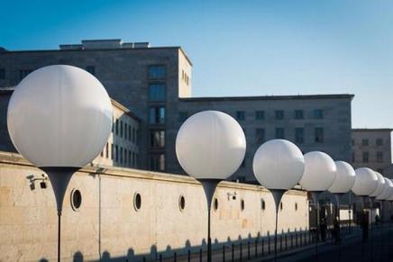 Lysballonerne i Berlin er sat op og klar til at blive sendt afsted påsøndag