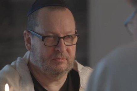 Efter naziskandale: Lars von Trier tænder jødisklys