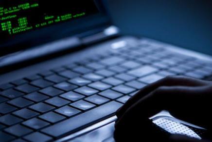 DJ hackede 49 kendtedanskere