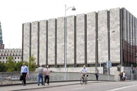 Nationalbanken er midt i historisk forsvar afkronen