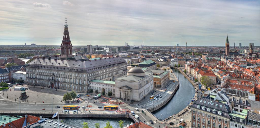 Christiansborg_fra_Nikolaj_Kirken