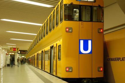 Der er nu så mange turister i Berlin at byen indsætter dobbeltdækkertog