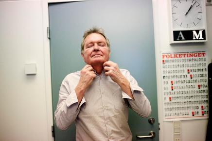 Frank Aaen forladerChristiansborg
