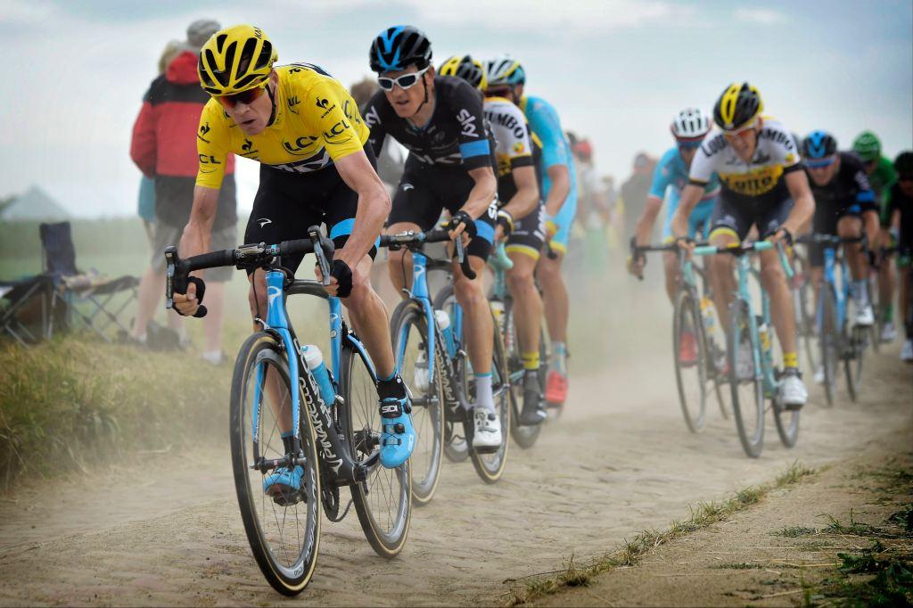 Tour de France 2015 - 102a Edizione - 4a tappa Seraing-Cambrai km 221 - 06/07/2015 - Chris Froome Christopher (Team Sky) - Geraint Thomas (Team Sky) - Robert Gesink (Team LottoNL - Jumbo) - fotoNico Vereken/PN/BettiniPhoto©2015