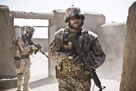 Se Pilou Asbæk og Dar Salim i ny danskkrigsfilm