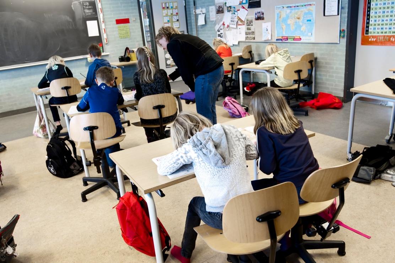 Nationale test. Skoleb¿rn i Danmark skal i fremtiden op til i alt 10 forskelllige tests. Maria Nissen og Magnus ¯rum Bastrup Poulsen, Funder skole. Skoleklasse. Folkeskole.