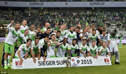 Nicklas Bendtner knuser verdens bedstefodboldhold
