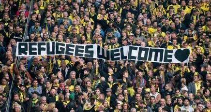 Tyske fodboldfans byder flygtningevelkommen