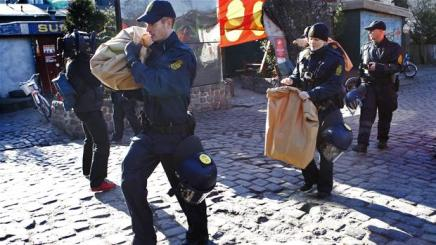 Stormtropper fra politiet angriber Christiania igen,igen