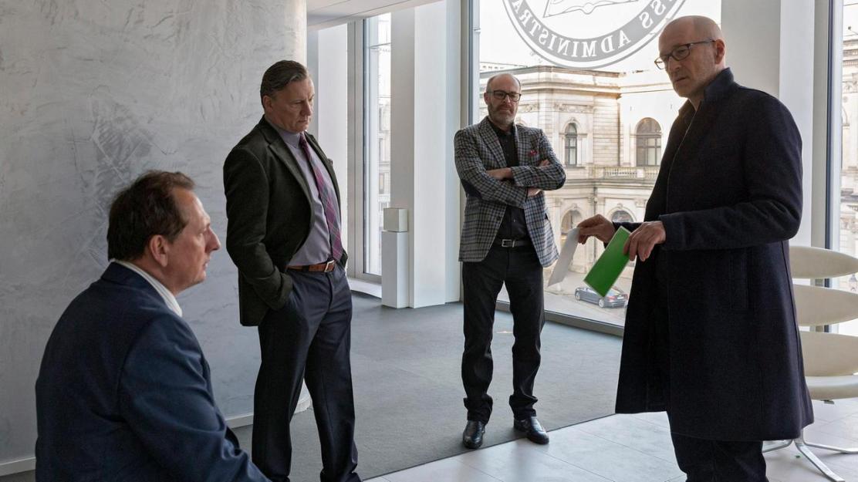 kriminalkommissar-jan-fabel-jagt-einen-serienkiller-der-im-ehemaligen-umfeld-des-in-den-80er-100-_v-varxl_79f016