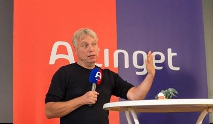 Uffe Elbæk modtog i dag Altingets kommunikationpris Ting-Prisen
