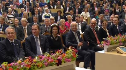 Lisa Nilsson åbner Rigsdagen i Sverige – og (næsten) alle syngermed!