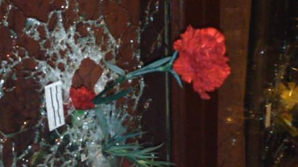 Franskmænd putter blomster iskudhuller