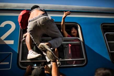 Özlem Cekic tager toget fra Odense tilKøbenhavn