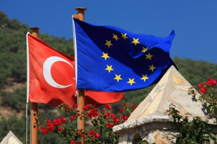 EU intensiverer dialogen medTyrkiet