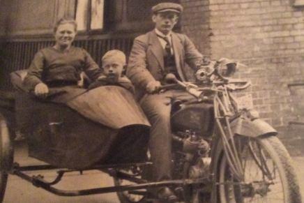 Gamle København: Motorcykel medsidevogn