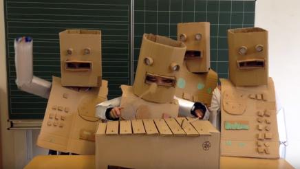 Tyske skolebørn spillerKraftwerk