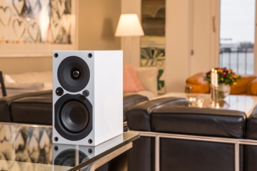 system-audio-saxo-1-active-white-front-room-