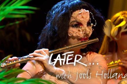 Björks første TV optræden i over otteår